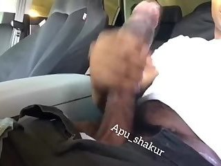 Apu_skakur beats his massive black cock in his car
