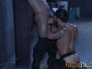 Buff hung hunk rides dick