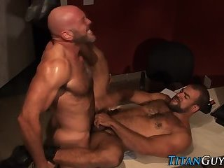 A hairy Hung darksome Skinned Bear acquires came From A Great Member And wazoo gangbang Action