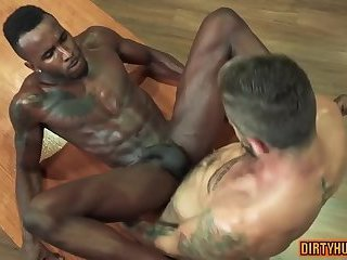 Muscle bear interracial and facial cum