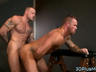 Muscly hunk gets drilled