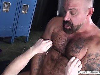 Hairy tattooed bear cums while unsaddled