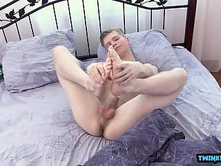 Shaved twinks rimjob and cumshot