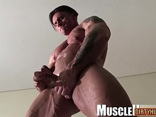 Muscle bodybuilder rimjob and cumshot