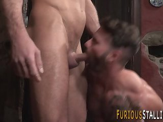Buff gay hunk gets rimmed