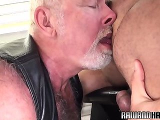 Hairy hunk cocksucking polar bear