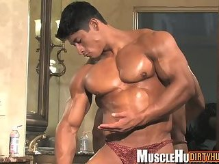 Japanese bodybuilder shows his big muscled body and sexy ass