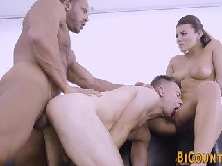 Bisex hunks licking cunt
