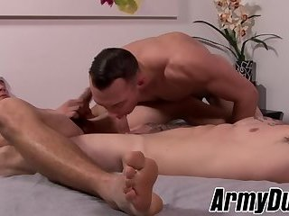 Military hunk Quentin Gainz rimmed in bareback threesome
