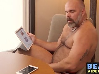 Older bear wanking off before feasting and riding raw cock