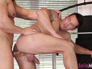 Muscled hunks blow loads