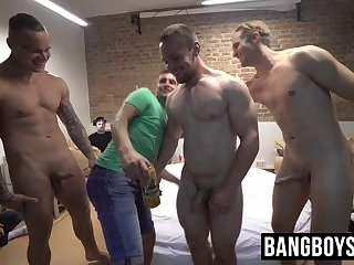 Muscular hunks getting their dicks sucked by strangers