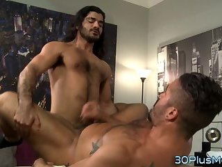 Latin masseur spunks load
