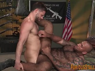 Muscular hunk gets rimmed