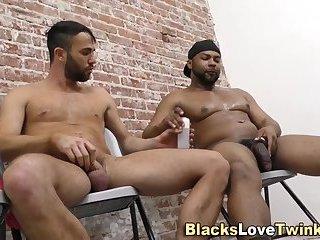 Hunk blowing ebony dick