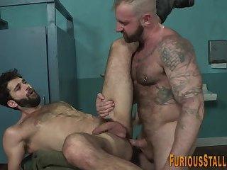 Muscly bear riding dick