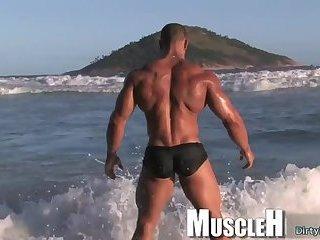 Big dick bodybuilder outdoor and cumshot