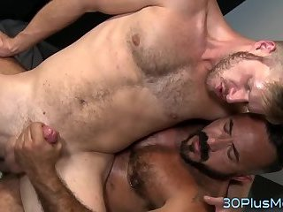 Stud bounces on bears rod
