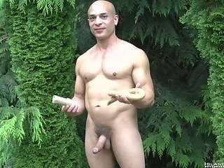 Hot Bald Muscle Stud Shows Off His 9-inch Sausage