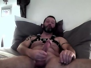MAXIMUS JERK OFF IN LEATHER HARNESS