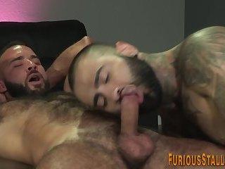 Black hunk sucks big dick