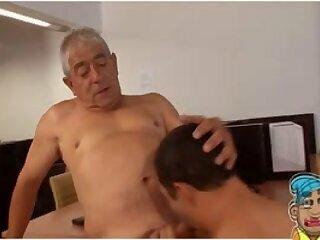 MADURO GAY CON JOVEN