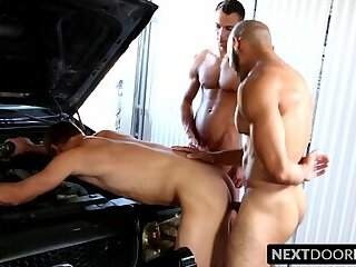 Threeway anal fucking with muscular but pirates