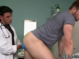 Muscly patient gets fucked by doctor