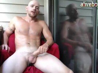 Flexible jock self sucking big dick