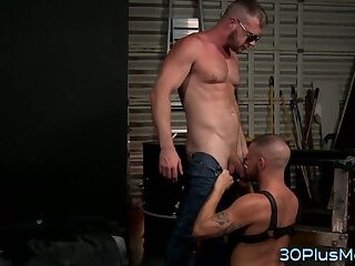 Gay hunks mouth jizzed in after sucking dong