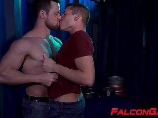 Gay hunks Kurtis Wolfe and Hunter Smith bareback after party