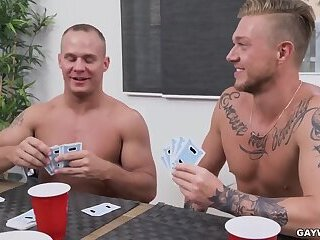 [Gay Wire] Strip Poker (Winner Takes All) - Austin Andrews & Erick Summers