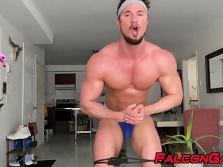 Muscle jock in jockstrap Skyy Know riding big fat dildo