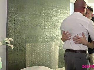 Hunk therapist Jack Dyer sucks clients veiny cock