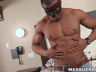 Muscular black hunk flexes his muscles while jerking solo