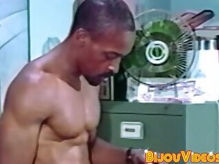 Office stud swaps head with hung black guy before cumming