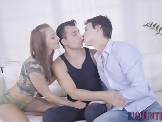 Bisex twink sperms dude in threesome