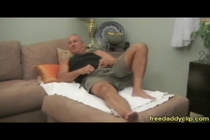 Masseur and client trading blowjobs during massage