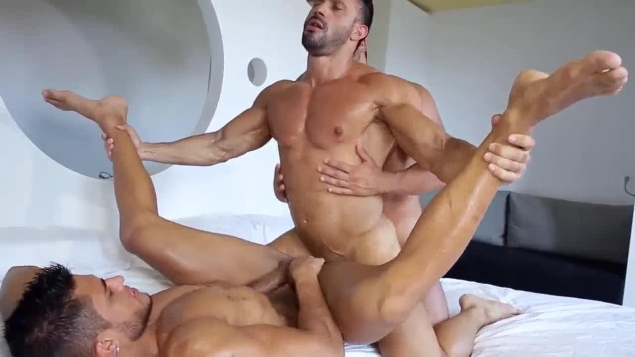 gay flexing porn