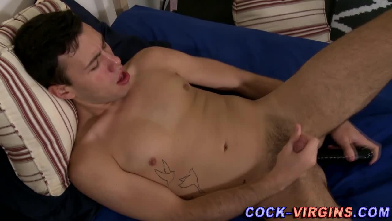Newbie hunk toying dick