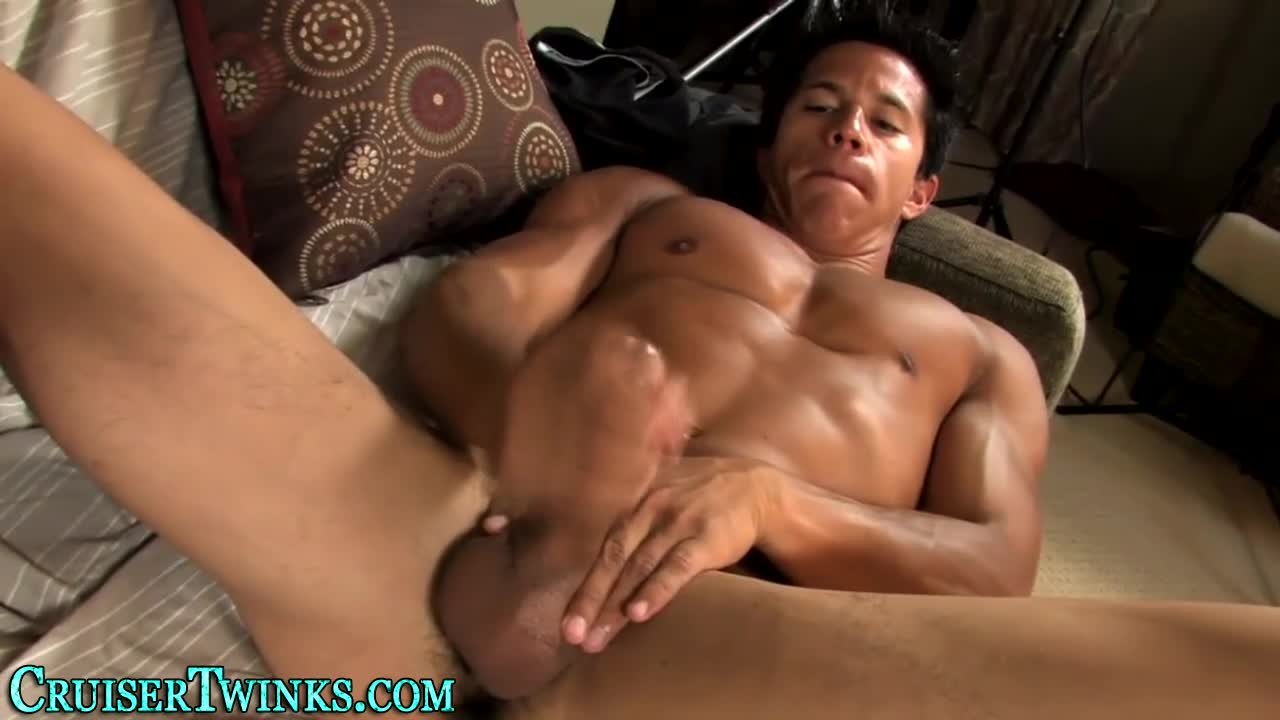 Novice dude jerking dick