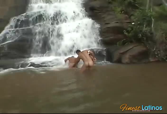 Latino threesome in paradise falls