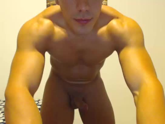 Beefy stud whacking off