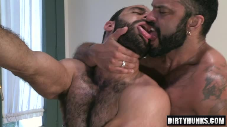 Handsome Muscle Hunk Assfucked In Threeway