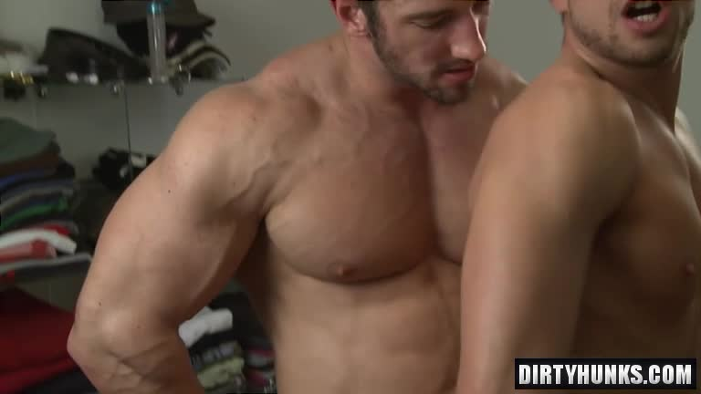 Muscle bodybuilder oral sex with massage - BoyFriendTV com