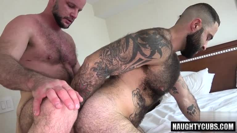 Sexy mature bear cums