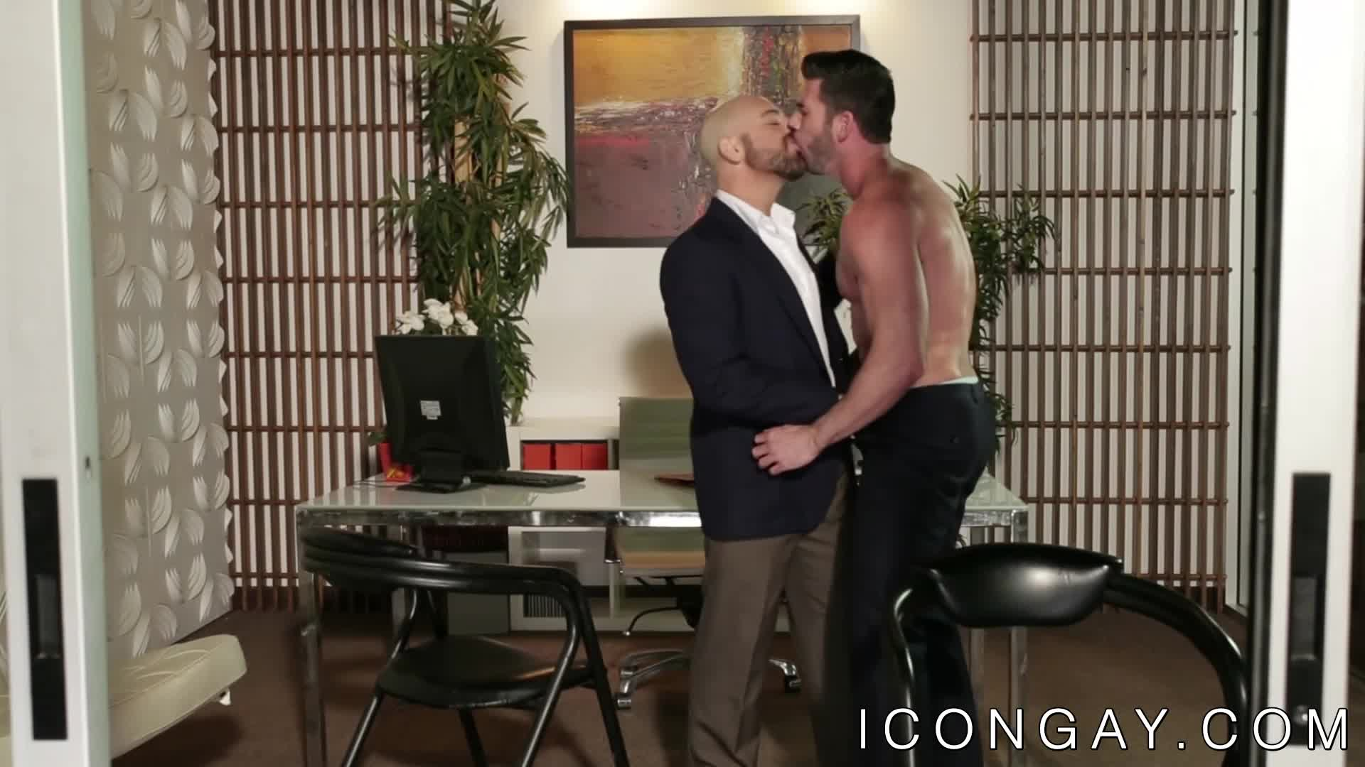 Muscular gay Billy Santoro rimmed and fucked by Adam Russo